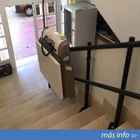 Plataforma salvaescaleras para usuarios en sillas de ruedas en Murcia