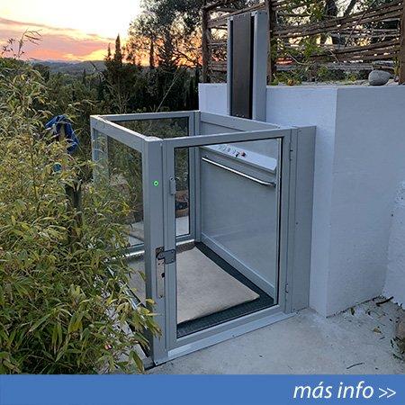 Salvaescaleras vertical instalado en Ibiza (Baleares)