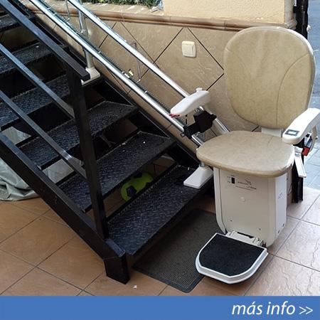 Silla salvaescaleras para exterior instalada en Almería