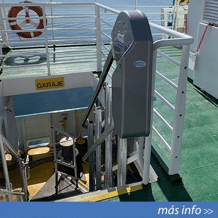 Plataforma salvaescaleras instalada en uno de los barcos de Balearia