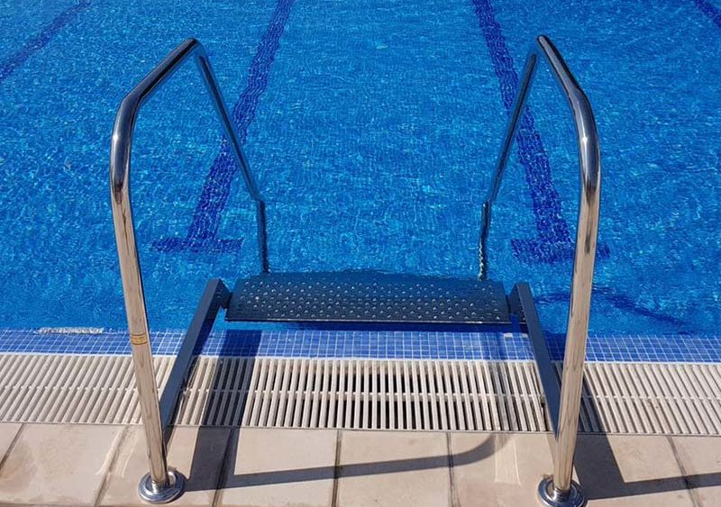 escalera-piscina-para-mayores