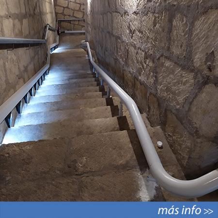 Silla salvaescaleras instalada en el refugio antiaéreo de Cocentaina (Alicante)