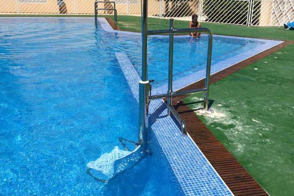 elevador-hidraulico-piscina-minusvalido