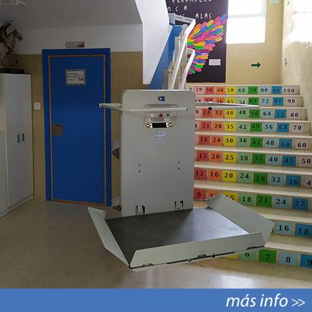 Plataforma salvaescaleras modelo Next instalado en Alicante