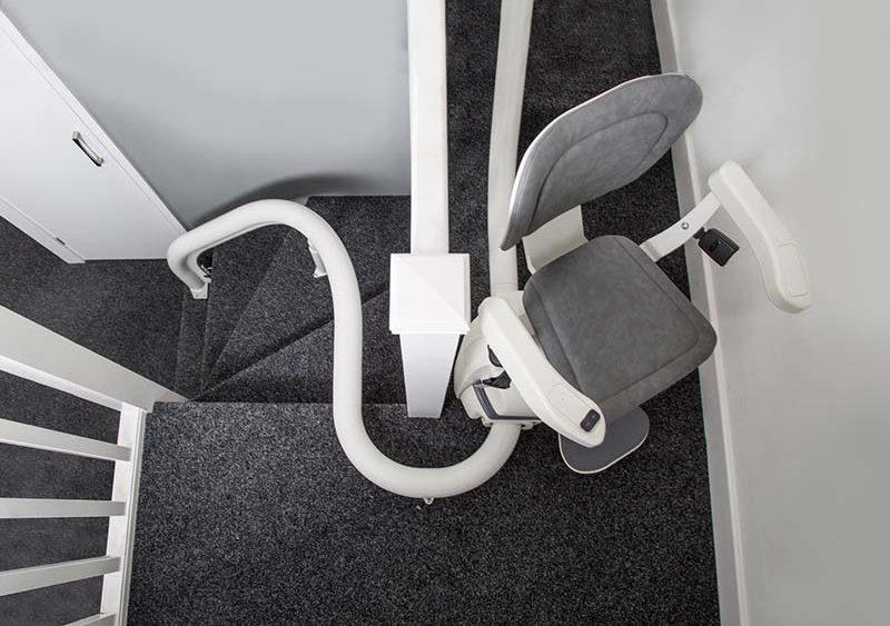 instalar-silla-salvaescaleras-curva